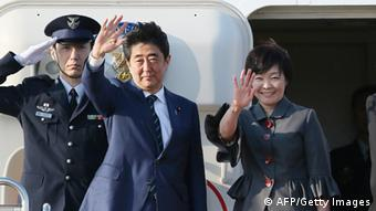 Japan Shinzo Abe mit Frau Akie vor USA Besuch (AFP/Getty Images)