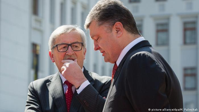 Жан-Клод Юнкер (ліворуч) і Петро Порошенко під час зустрічі в Києві 27 квітня 2015 року