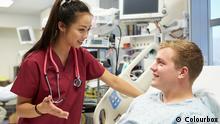 Symbolbild Patient und Krankenschwester