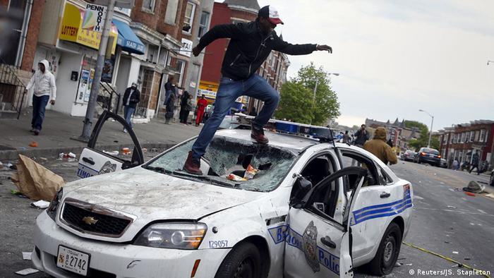 Беспорядки в Балтиморе после похорон