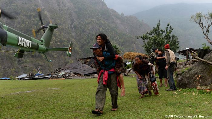 Nepal Hilfsaktion nach Erdbeben in abgelegenen Dörfern