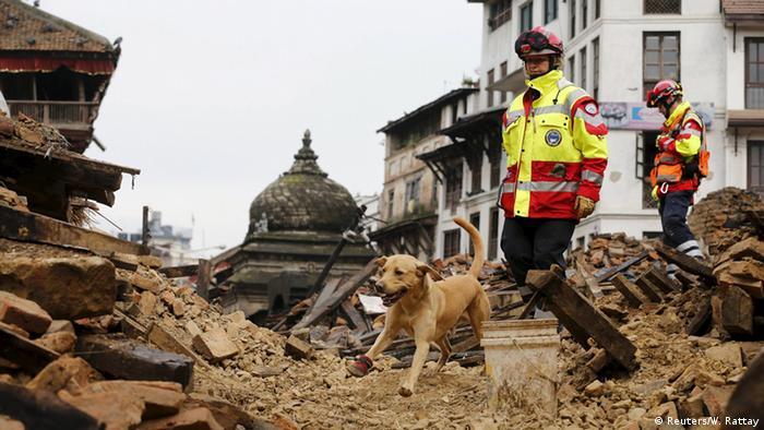 Немецкие спасатели на месте землетрясения в Непале