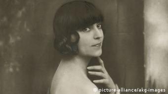 Звезда немого кино Аста Нильсен прославила стрижку каре в Германии в 1921 году