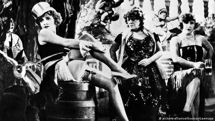 Film still from 'The Blue Angel' with Marlene Dietrich (picture-alliance/Gusman/Leemage)