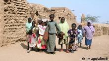 Group of children in the streets of the city Agadez, Niger, Western Africa PUBLICATIONxINxGERxSUIxAUTxHUNxONLY 333D43X6 Group of Children in The Streets of The City Agadez Niger Western Africa PUBLICATIONxINxGERxSUIxAUTxHUNxONLY Reisen; Land; und; Leute; xdp; x0x; Group; of; Kinder; in; der; Streets; City; Agadez; Niger; Western; Afrika; xcb; 2006; quer; Aufmacher; afrikanisch; Agades; Black; Kind; Cultural; Kultur; Ethnic; ethnicity; Einheimisch; Kids; Einheimischer; Natives; Personen; Straße; Street; Town; Tribal; Volksstamm; Stämme; Tribesmen; alimdi; 333D43X6