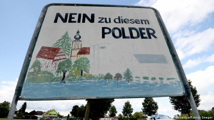 Protestschild in Schwanau: Nein zu diesem Polder (Foto: dpa).