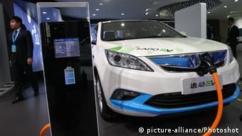 Chang'an electric carat the 2015 Shanghai International Automobile Industry Exhibition, China (Photo: Pei Xin)