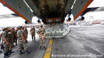 Nepal Erdbeben Kathmandu Flughafen Ankunft Hilfsgüter