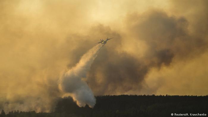 Тушение пожара близ Чернобыльской зоны