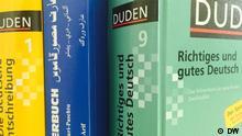 Beschreibung: Wörterbücher Deutsch, Dari, Paschtu (beide Sprachen in Afghanistan) Foto: DW Aufgenommen: 29.04.2015