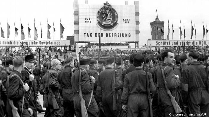 DDR 8. Mai Feier zum Kriegsende in Ost-Berlin (Foto: picture-alliance/dpa/UPI)
