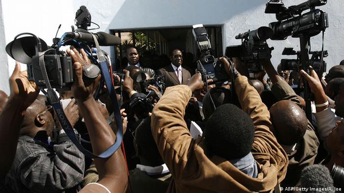 Simbabwe Symbolbild Pressefreiheit (Foto: ALEXANDER JOE/AFP/Getty Images)