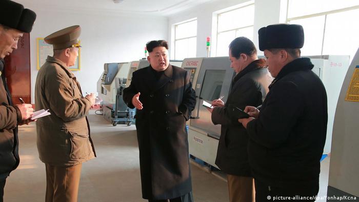 Ким Чен Ын выступает перед журналистами