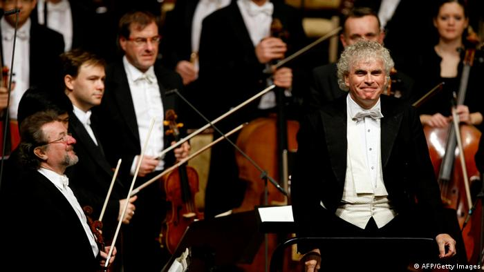 Die Berliner Philharmoniker mit Dirigent Simon Rattle (Foto: AFP/Getty Images)