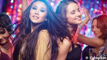 ID # 6833038 Typ Bild Girls having fun at club tonight