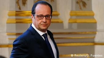 French President Francois Hollande arrives to deliver a speech after a defence council meeting at the Elysee Palace in Paris, France, April 29, 2015 (Photo: REUTERS/Gonzalo Fuentes)