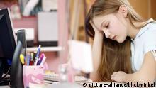 Symbolbild Lernen Schülerin Hausaufgaben Bildung