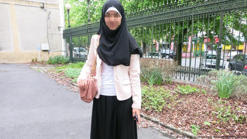 Muslim schoolgirl in France sent home for long skirt | DW | 29.04.2015