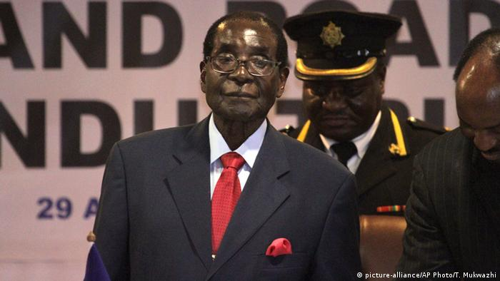Simbabwe SADC Gipfel in Harare - Robert Mugabe (picture-alliance/AP Photo/T. Mukwazhi)