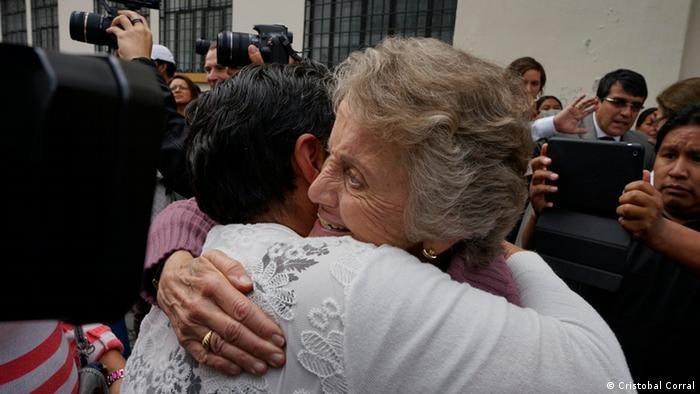 Elsie Monge und Mutter von Javier Ramírez