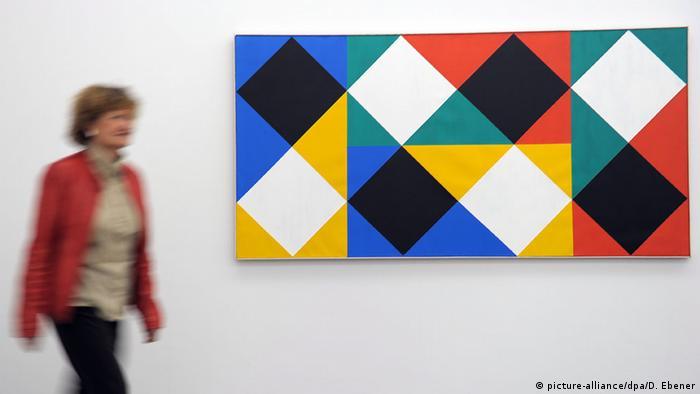 Max Bill: Farbfeld mit weißen und schwarzen Akzenten (1964-1966)