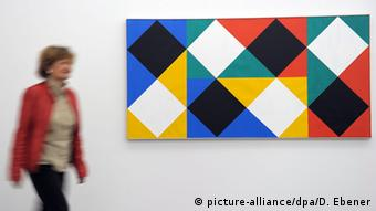 Цветовое поле с белыми и черными акцентами (Farbfeld mit weißen und schwarzen Akzenten), Макс Билл, 1964 - 1966 гг.