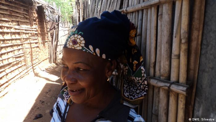 Mosambik Mosambikanerin mit Kopftuch