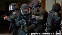 Symbolbild Polizei Verhaftung Sondereinsatzkommando Deutschland Anti Terror