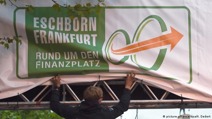 Plakat des abgesagten Radrennens (Foto: dpa)
