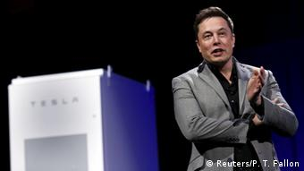 Elon Musk introducing the Tesla battery (Photo: REUTERS/Patrick T. Fallon)