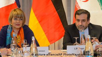 Iran Abbas Araghchi und Helga Schmid (picture-alliance/AP Photo/Keystone, J.-C. Bott)