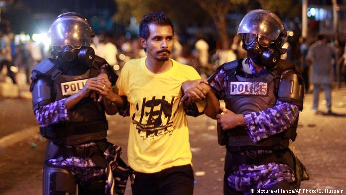 Police detain an opposition supporter during a protest demanding Maldives President Yameen Abdul Gayoom resign and jailed ex-president Mohamed Nasheed be freed, in Male', Maldives, Friday, May 1, 2015 (AP Photo/Sinan Hussain)