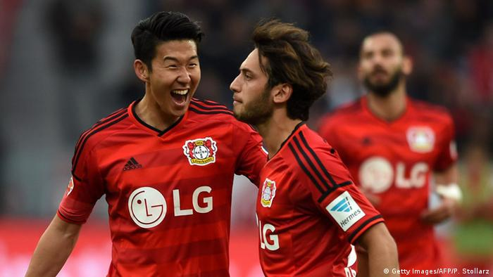 Fußball Bundesliga Bayer Leverkusen vs Bayern München Calhanoglu (Photo: PATRIK STOLLARZ/AFP/Getty Images)