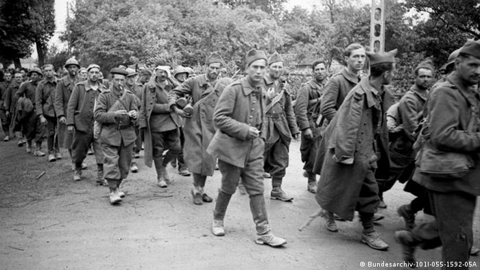 Zweiter Weltkrieg Französische Kriegsgefangene 1940 (Bundesarchiv-101I-055-1592-05A)