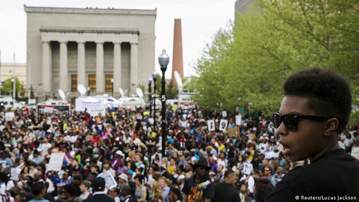 Marchas en Baltimore tras imputaci�n de polic�as