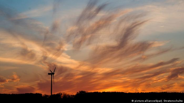 Windturbine in Northern Germany (Photo: Julian Stratenschulte/dpa)