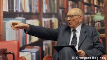 Wladyslaw Bartoszewski jetzt als Staatssekräter zuständig für Internationalen Dialog beim dem Prämier Donald Tusk Bild: Grzegorz Roginski
