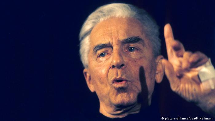 Herbert von Karajan in 1986 in Salzburg (picture-alliance/dpa/M.Hellmann)