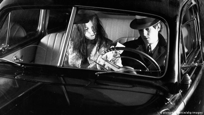 Love is Colder than Death by Rainer Werner Fassbinder. Film scene with a couple sitting in a car (picture-alliance/akg-images)