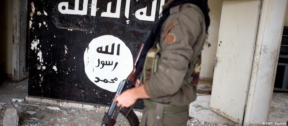 "Soldado sírio na luta contra o grupo ""Estado Islâmico"""