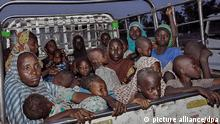 03.05.2015 * dpatopbilder epa04731902 Nigerian women and children rescued from Boko Haram insurgents in Sambisa forest arrive under the care of the National Emergency Management Agency (NEMA) at Malkohi camp in Yola, Nigeria, 03 May 2015. The Nigerian military reported Boko Haram hostages were held in terrible conditions in the Sambisa Forest after they freed nearly 500 women and girls throughout this week. EPA/STR BEST QUALITY AVAILABLE (zu dpa Fast 700 Geiseln in Nigeria befreit - Bericht über Massaker vom 03.05.2015)