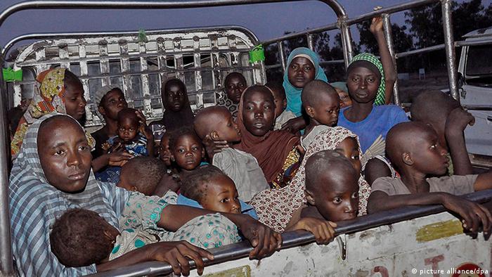 گروهی از زنان و کودکان آزادشده از دست بوکوحرام