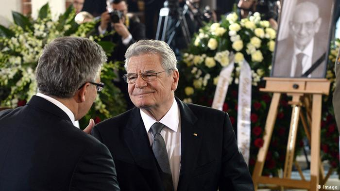 Polish President Bronislaw Komorowski greets German President Joachim Gauck during a mass at the St Johns Arch-Cathedral on May 4, 2015 in Warsaw, as part of the state funeral of Polish Foreign Minister and Auschwitz survivor Wladyslaw Bartoszewski