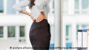 Bolovi u leđima su česta posljedica sjedenja u uredu