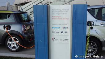 E-car recharging post