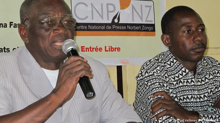 At the press conference: Jean-Claude Méda (left) with Ahmed Barro together with Norbert Zongo (CNP - NZ)