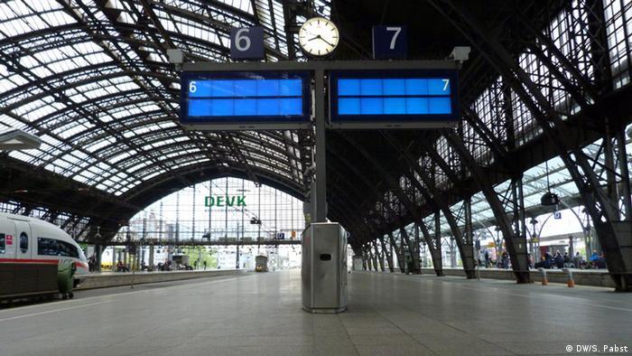 Terminais de trem na estação central de Colônia no primeiro dia da paralisação
