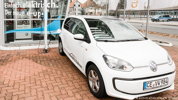 Электрокар Volkswagen e-up!