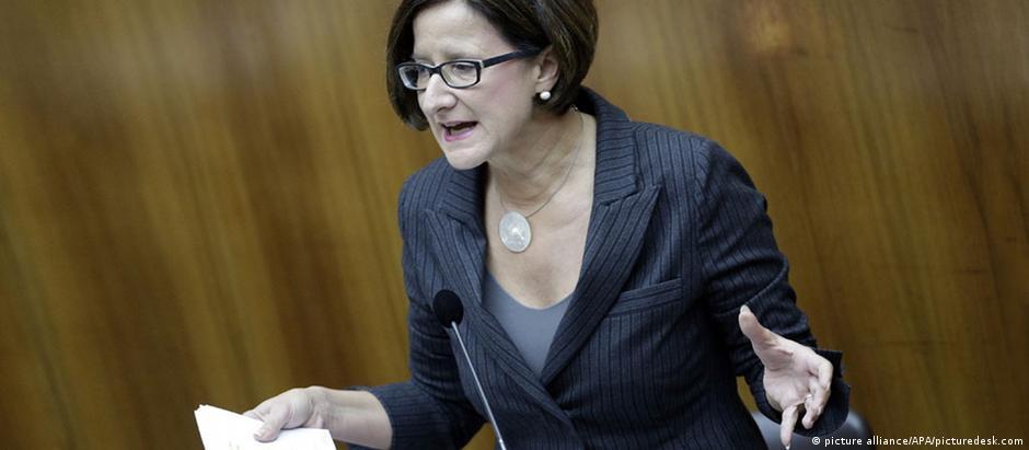 """A ministra do Interior da Áustria, Johanna Mikl-Leitner: """"Exigimos esclarecimentos"""""""