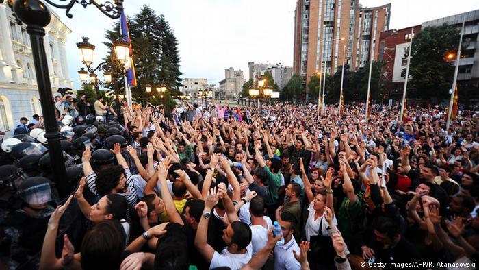 Više desetaka prosvjednika i policajaca ranjeno je u sukobima tijekom prosvjeda
